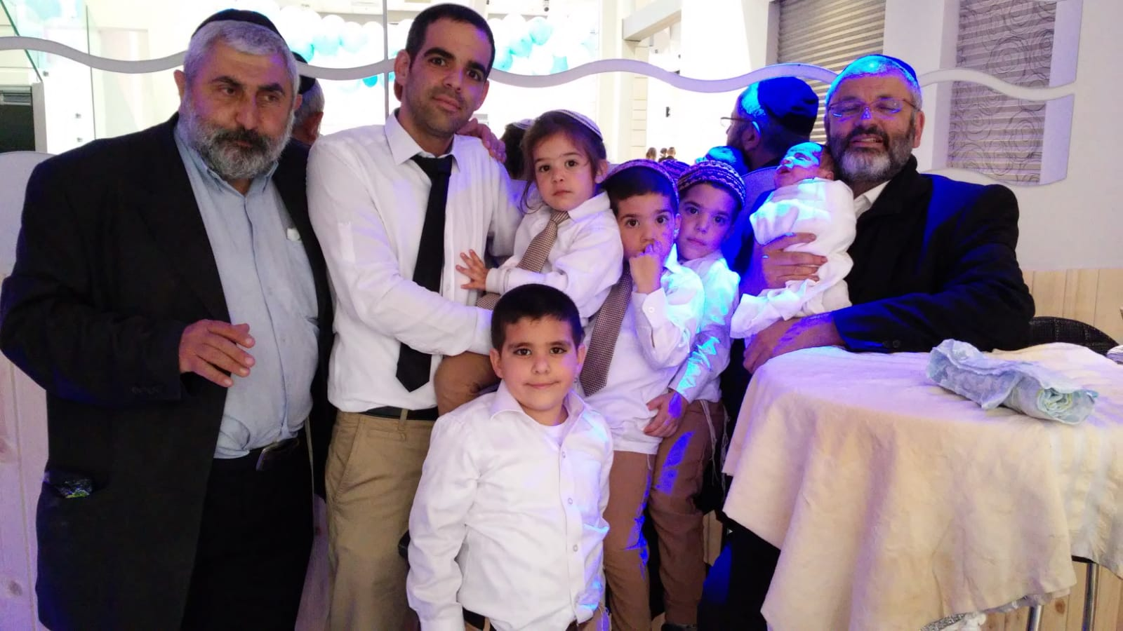 משפחה שהמוהל אברהם סילם מל את כל הבנים