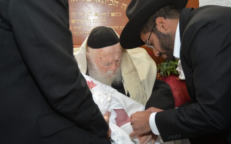 ברית עם המוהל הרב יהודה מחפוד עם הרב חיים קניבסקי