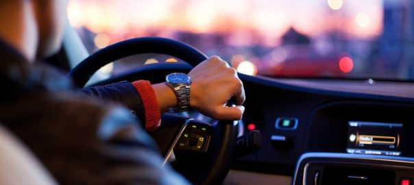 נהג במכונית
